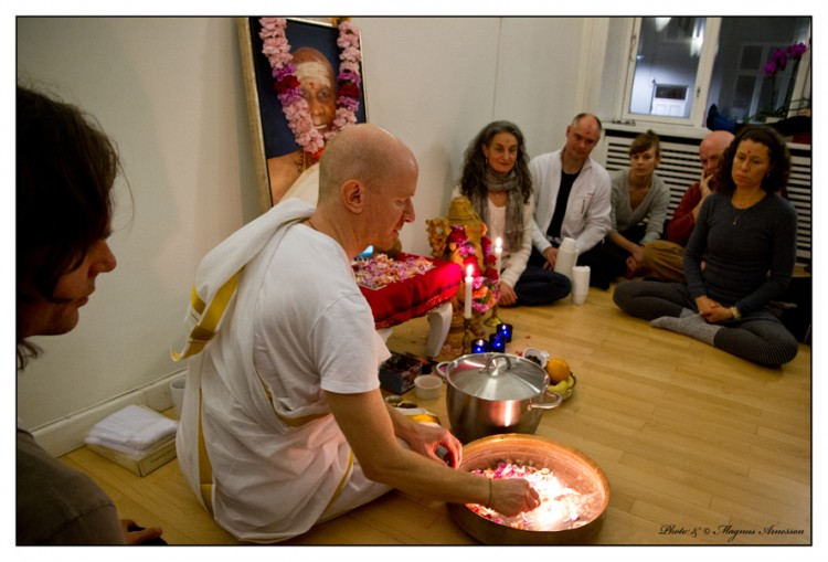 Eddie Stern in the shala of Astanga Yoga Copenhagen